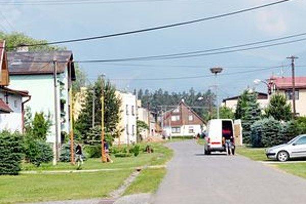 Donáška do domu. Poľský obchodník práve predal vrece zemiakov rodine v Mlynčekoch.
