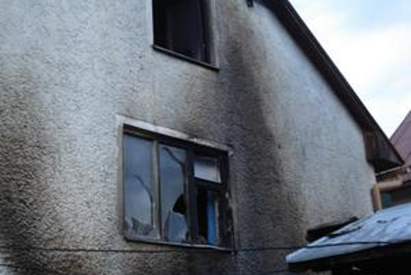 Oheň úradoval. Živel uhasili hasiči.