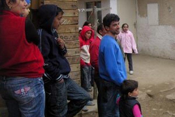 Osadníci. Väčšina z nich končí bez perspektívy už v mladom veku. Škola v Jakubanoch im teraz chce dať systematické vzdelávanie.