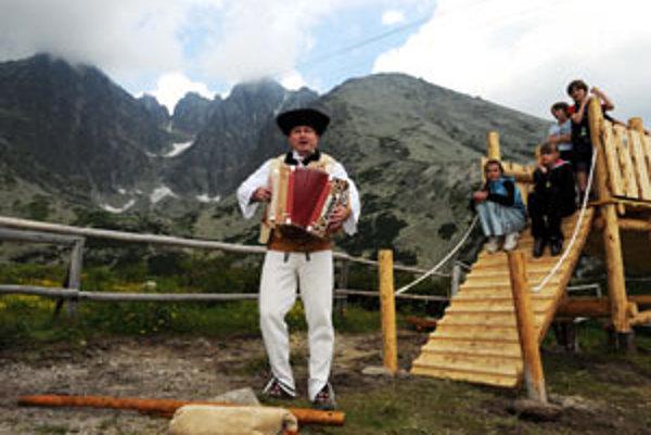 """Snímka z otvorenia edukatívno-zábavného parku """"Tatranská divočina"""" 1. júla 2010 na Skalnatom plese vo Vysokých Tatrách."""