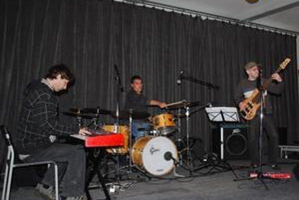 Džez v Poprade. Nu Clear Trio odštartovali koncert.