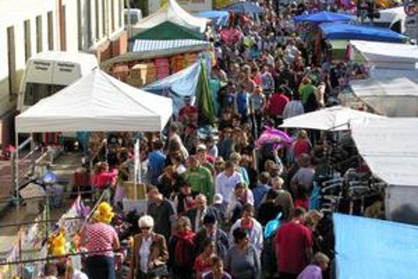 Jarmok. Každoročné podujatie pritiahne tisícky ľudí.
