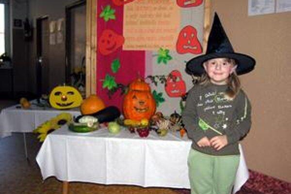 Samé tekvice. Simonka sa na bále stašidiel zabavila. Na hlave mala takúto čarodejnícku čiapku.