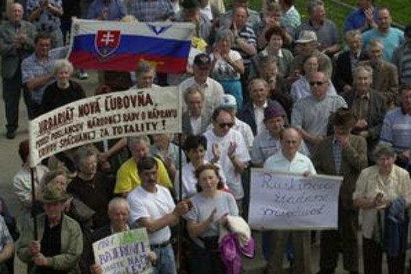 Takto protestovali v máji 2001 v Ľubici pôvodní obyvatelia zaniknutých obcí vo Vojenskom obvode Javorina.