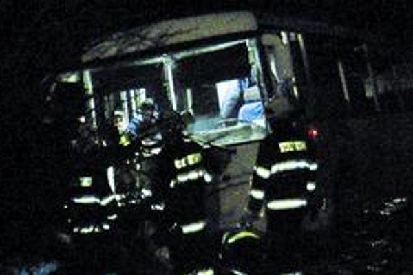 Tragická nehoda. Jediná cestujúca vyviazla s ľahkými zraneniami.
