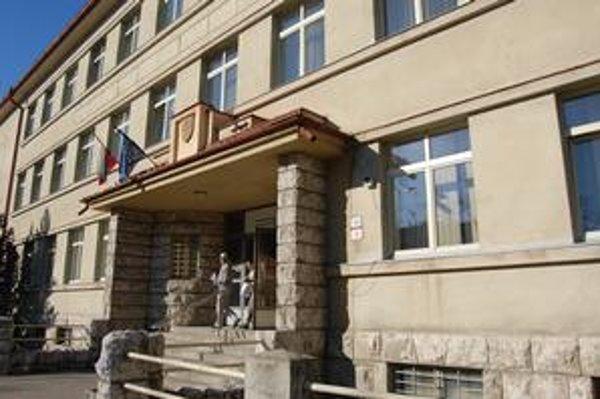 Úrad práce v Poprade. Radnici platia nájom, do dvoch až troch rokov chcú sedieť vo vlastnej budove.