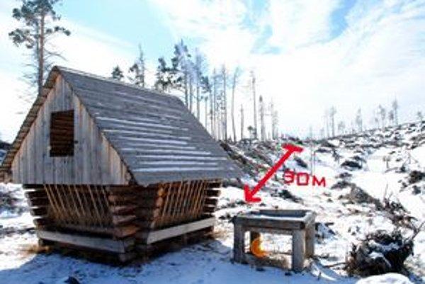 Nezmysel? ŠL TANAP-u postavili senník v tesnej blízkosti výsadby. Podľa niektorých by tak lesník vo svojom nikdy neurobil.