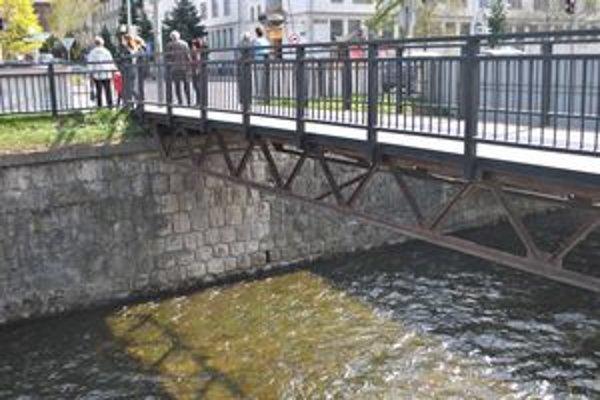 Most, z ktorého žena skočila do rieky Poprad.