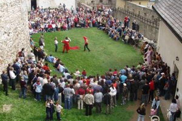 Otvorenie sezóny. Staroľubovniansky hrad privítal turistov.