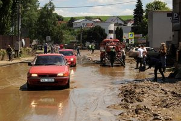 Minuloročné záplavy spôsobili v Kežmarku katastrofálne škody.