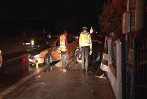 Nehoda v Huncovciach. Opitý mladík z Veľkej Lomnice dostal šmyk. Narazil do odstaveného auta.