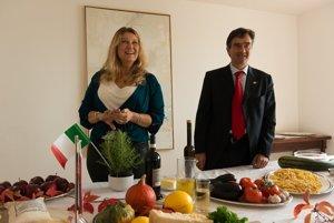 Taliansky veľvyslanec na Slovensku Roberto Martini a jeho manželka Flavia.
