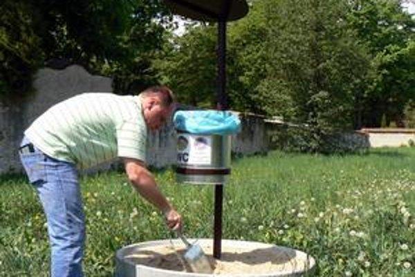 Aj pri historickom cintoríne. Cena jednej toalety sa pohybuje okolo 17-tisíc starých korún.