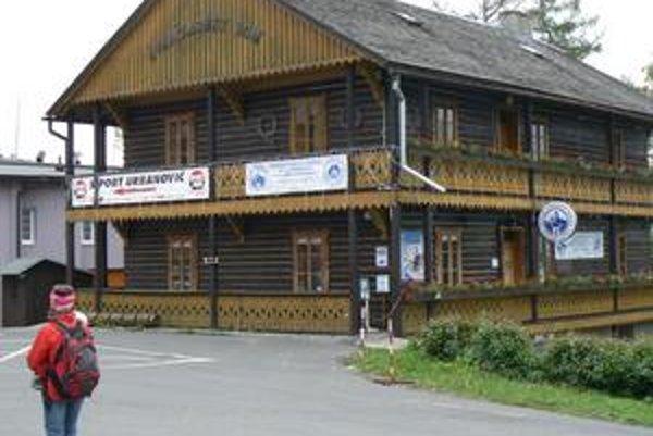 Švajčiarsky dom. Jeho druhé poschodie sa stalo predmetom najväčšieho vychádzajúceho škandálu Tatier posledných týždňov.