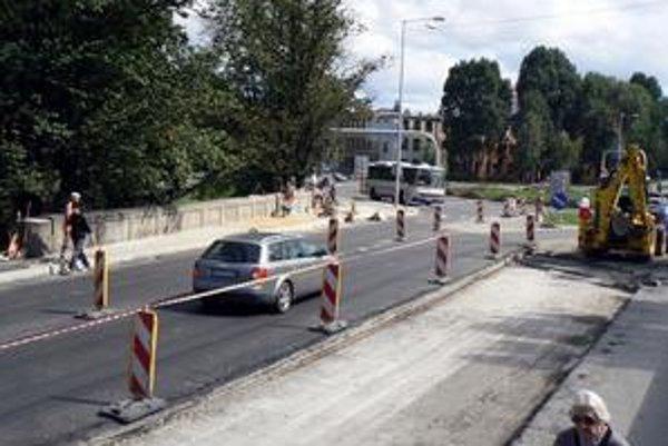 Pred dokončením. Už len pár dní a most bude pre vodičov znova v neobmedzenej prevádzke.