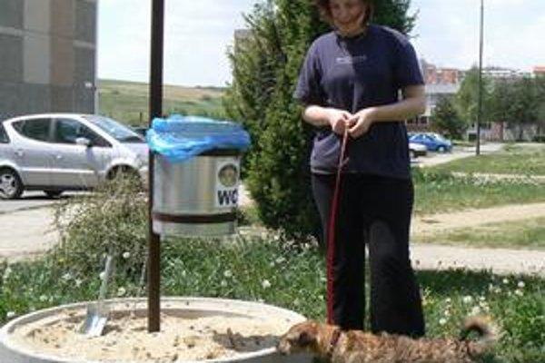 V Kežmarku skúšajú riešiť problém psími záchodmi. Poprad stavia na iné opatrenia.
