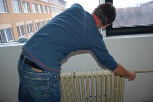 Lacnejšie teplo. Sviťania by mali budúci rok na teple ušetriť.