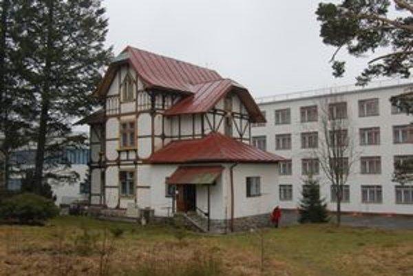 Drahé Tatry? Odborári túto budovu s pozemkom predali v roku 2007 za približne 1 700 000 korún.