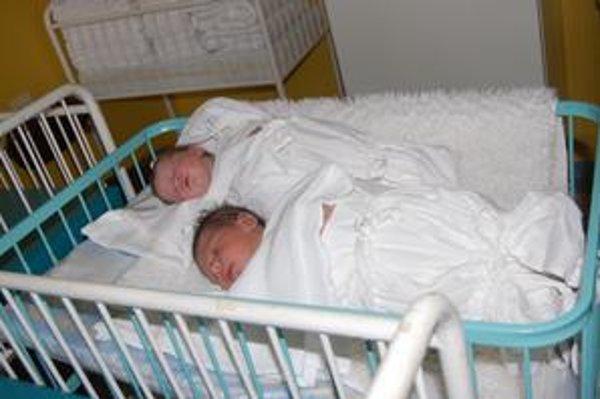 Sebastián a Lucia. Krátko po pôrode...