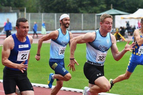 Ján Volko (vpravo) vyhral beh na 100 m, Denis Danáč (za ním) triumfoval na štyristovke.