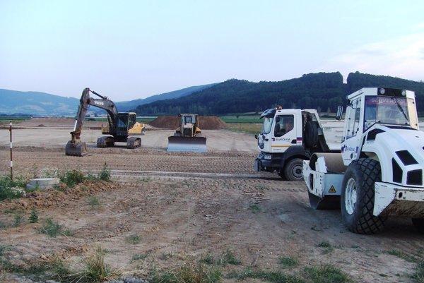 Stavbári už s prácami začali.