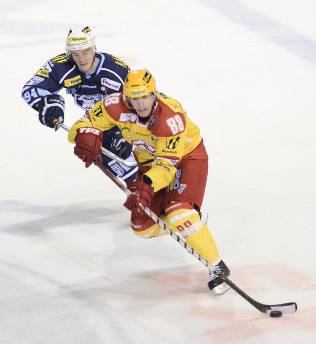 Tomáš Klíma (s číslom 88) hokejovo vyrastal v Dukle Trenčín.