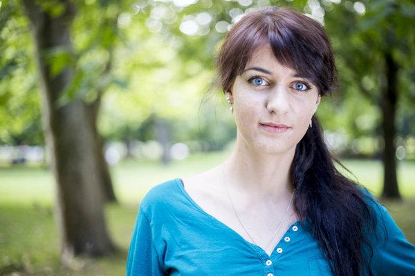 Adriana Furdová (22) študuje medicínu na Univerzite Komenského v Bratislave. Zúčastňuje sa humanitárnych misií kde poskytuje starostlivosť ľuďom v núdzi a v rozvojových krajinách.