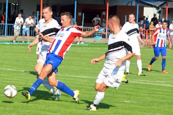 Tomáš Dvorský prispel hetrikom kpohárovej výhre Paty nad Zvončínom 5:0.