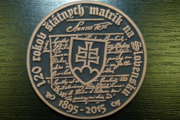 Pred 120 rokmi vznikli u nás štátne matriky. Pri tejto príležitosti ocenili matrikárky plaketou.