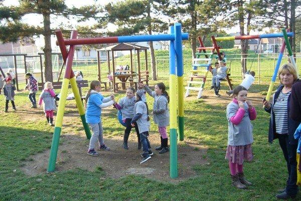 V parku osadili nové hracie prvky.