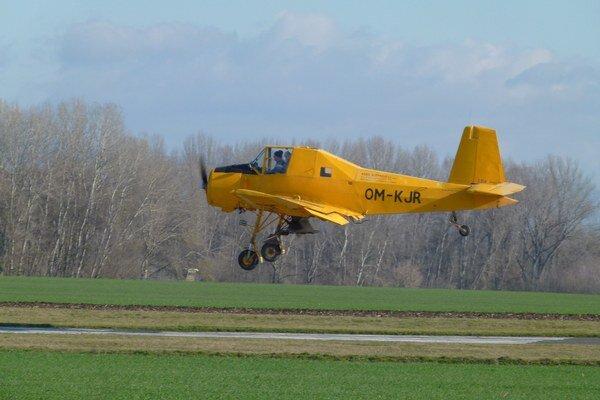 Po leteckých službách siahajú poľnohospodári len keď musia. Sú drahšie.
