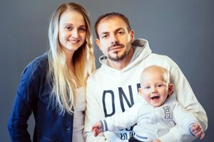 Patrik Pavlenda s priateľkou Marikou a synom Lucasom.
