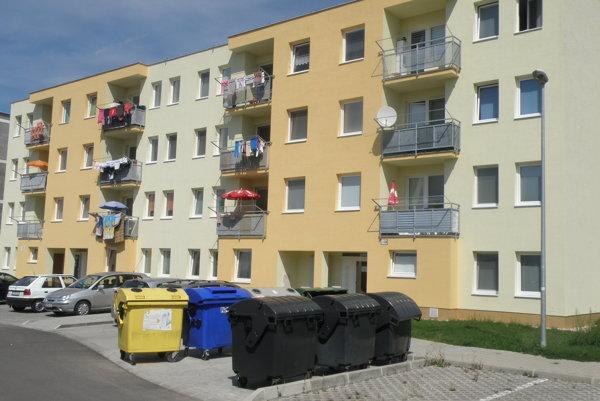 Pri dvoch doterajších bytovkách bude na Gazdovskej ulici onedlho dokončená tretia.