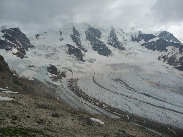 Prvý pohľad na ľadovec Morteratsch. Piz Bernina je v mrakoch. V týchto miestach sme si rozložili basecamp.