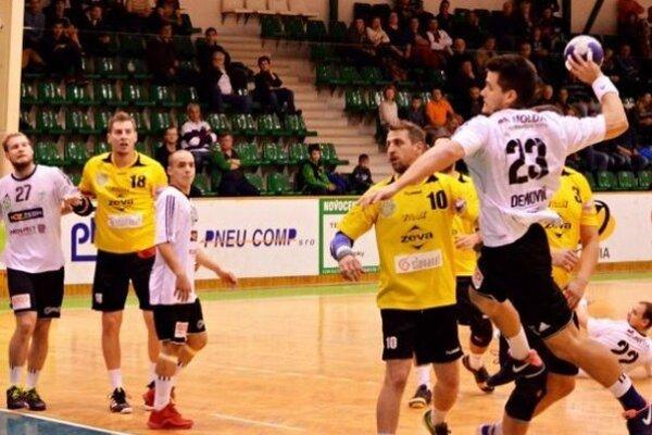 Jeden zo svojich štyroch gólov v stredajšom zápase proti Pezinku strieľa Radoslav Demovič. Víťazstvo Štartu sa zrodilo ťažšie ako sa čakalo.