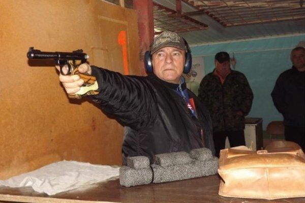 Posledná rana minulého roka patrila Štefanovi Čudaimu zo Želiezoviec, ktorý zvíťazil v súťaži veľkorážna pištoľ.