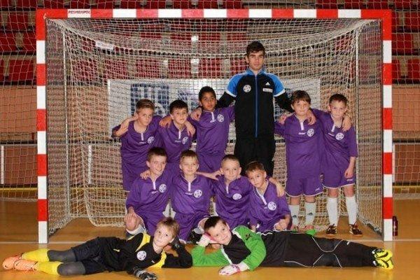 Družstvo najmladších komárňanských nádejí U9 obsadilo na turnaji v Šali štvrté miesto.