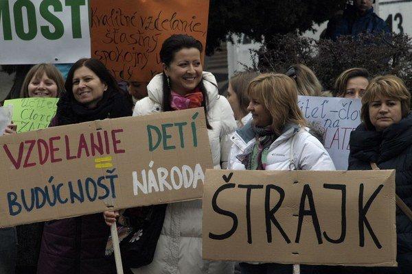 Protest novozámockých učiteľov.
