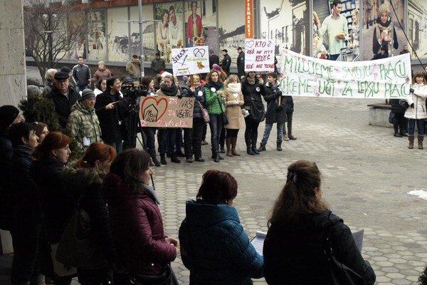 Z protestu pedagógov v Nových Zámkoch.