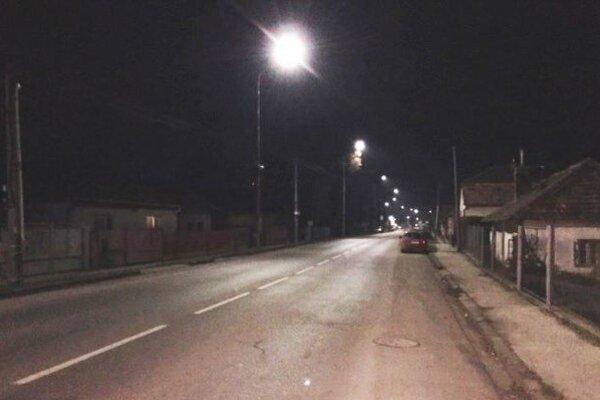 Ulica s novým osvetlením.