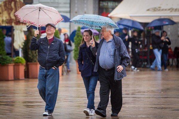 Meteorológovia varujú juhozápadné Slovensko pred dažďom.