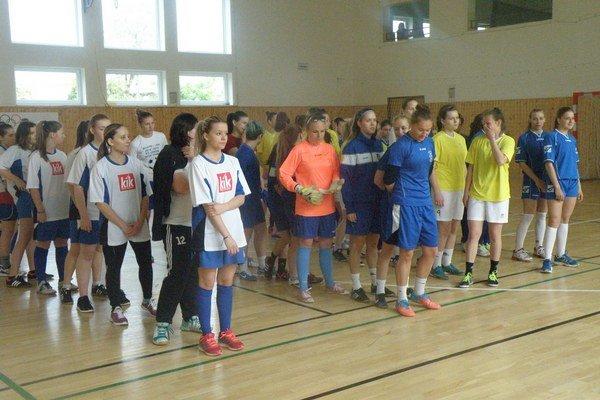 Slávnostný nástup zúčastnených družstiev pred turnajom