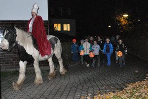 V sprievode nechýbal ani svätý Martin na koni.