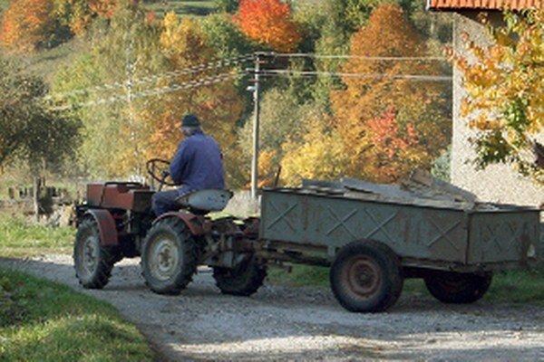 Už aj doma vyrobený traktor môže vyjsť na cesty, ak má potrebné evidenčné číslo.