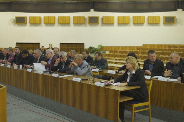Zasadali mimoriadne. Opäť pre rozšírenie kanalizácie v Moštencoch a Považskej Teplej.