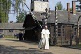 Pápež František navštívil koncentračný tábor v Osvienčime