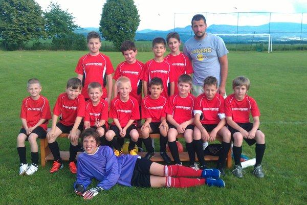 Mladí futbalisti z Bojníc.