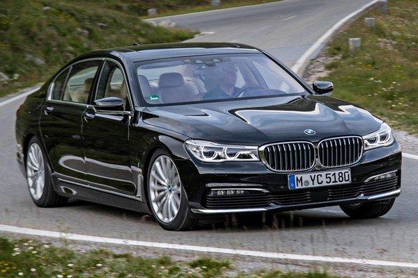 Nové BMW 740Le xDrive iPerformance s hybridným pohonom. Hybridnú hnaciu sústavu všetkých troch nových modelov radu 7 tvoria dvojlitrový benzínový motor s maximálnym výkonom 190 kW a elektromotor s výkonom 83 kW.