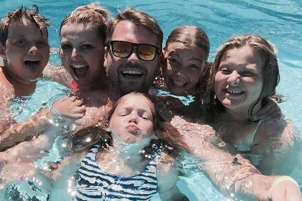 Veľká a šťastná rodina. Čoskoro donej pribudne ďalší člen.