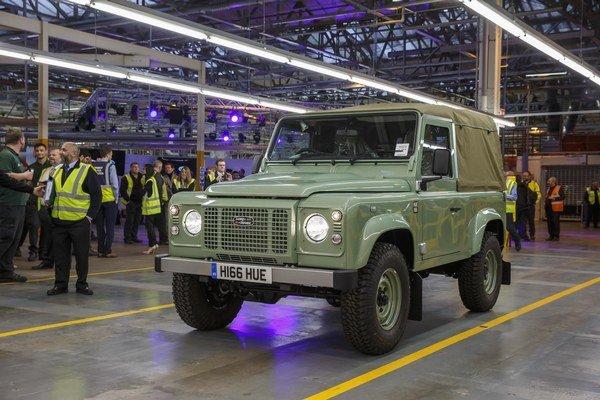 Posledný vyrobený Land Rover Defender. Land Rover mal premiéru v apríli 1948 na autosalóne v Amsterdame a jeho výroba sa skončila 29. januára 2016.